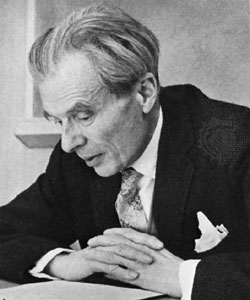 huxley collected essays